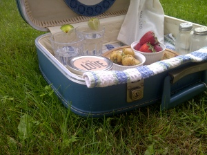 DIY Picnic Suitcase 4 | Invited DIY